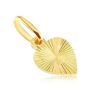Plochý přívěsek ze zlata 14K - plné srdce s gravírovanými paprsky