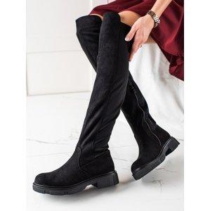 Pěkné černé  kozačky dámské na plochém podpatku