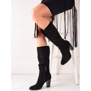 Pěkné  kozačky černé dámské na širokém podpatku