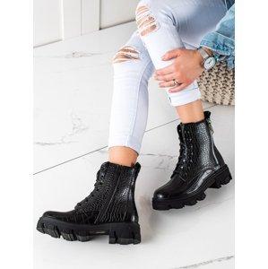 Stylové černé dámské  kotníčkové boty na plochém podpatku