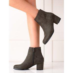 Moderní zelené dámské  kotníčkové boty na širokém podpatku