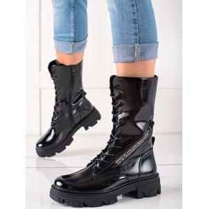 Praktické černé  kotníčkové boty dámské na plochém podpatku