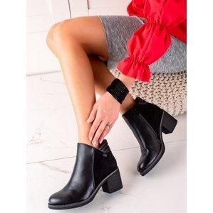 Luxusní dámské černé  kotníčkové boty na širokém podpatku